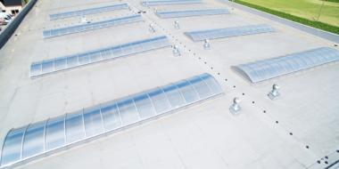 Świetliki dachowe-konstrukcje dachów hal stalowych