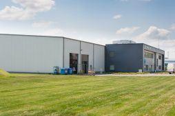 widok ogólny 1 - hala produkcyjna z budynkiem biurowym, dla Irmark, Warszawa, woj. mazowieckie