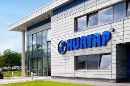 zbliżenie na elewacje frontową - hala magazynowa z budynkiem biurowym, dla Hurtap SA, Głogów