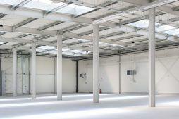 konstrukcja stalowa widziana od wewnątrz - hala produkcyjna z częścią biurową, dla Protech, woj. śląskie