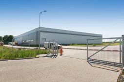 wjazd na teren inwestcyji - sortownia owoców z częścią biurową, dla Europejskie Centrum Owocowe, Rębowola