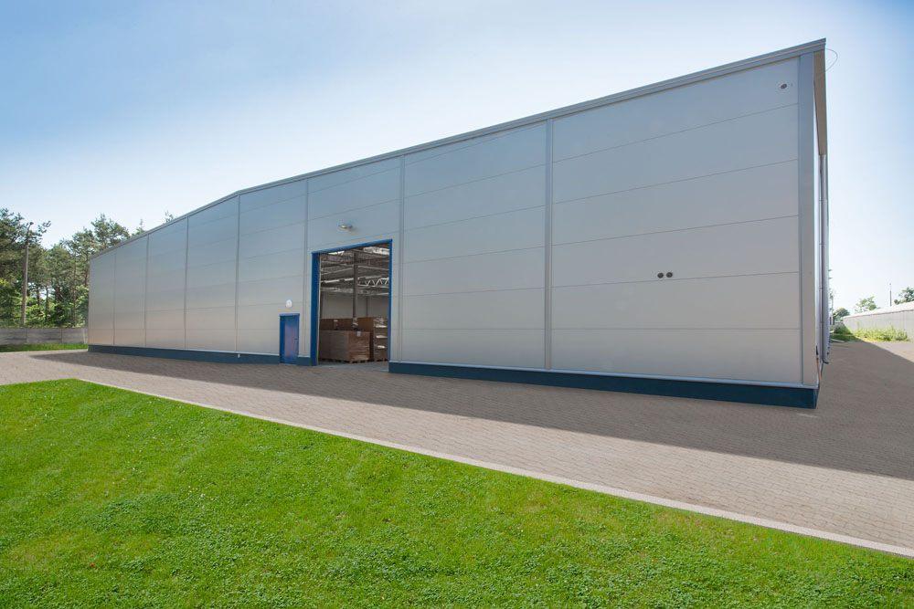 jedna z elewacji - hala produkcyjna z budynkiem biurowym, dla Meblomaster, Węgrów, woj. mazowieckie