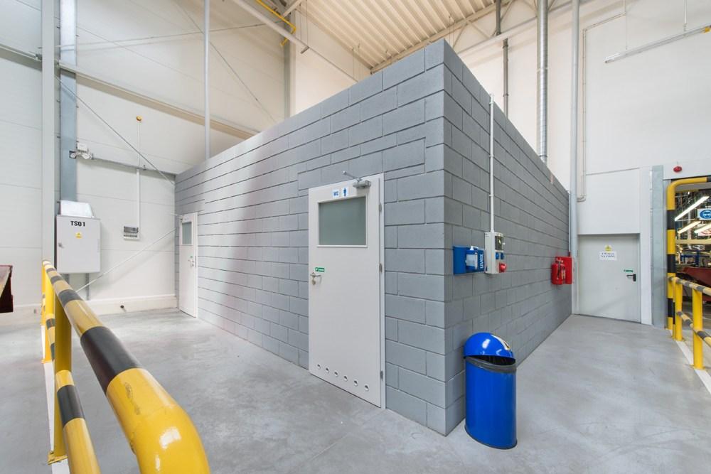 pomieszczenie sanitarne - hala produkcyjno-magazynowa, dla Hutchinson, Łódź, woj. łódzkie