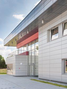 fragment elewacji części biurowej 2 - hala magazynowa z budynkiem biurowym, dla Tech-Met, Kolonia Sokolniki