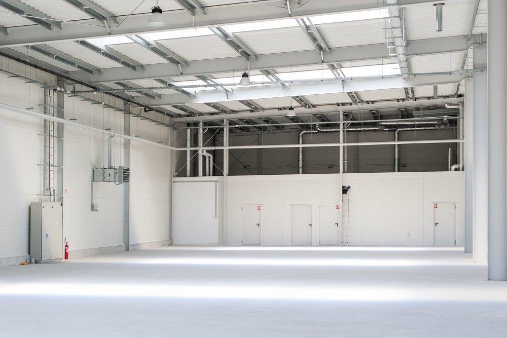zdjęcie hali od wewnątrz 1 - hala produkcyjna z częścią biurową, dla Protech, woj. śląskie