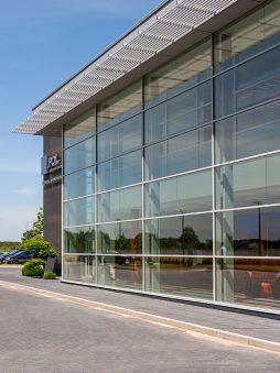 przeszklenia na elewacji frontowej 5 - hala produkcyjno-magazynowa z budynkiem biurowym, dla Polamp, Bieniewiec