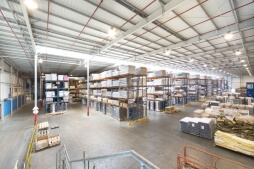 wnętrze hali - hala magazynowa z budynkiem biurowym, dla Sun Garden Poland, Malanów