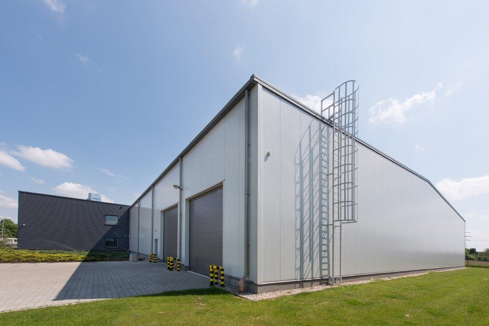ściana boczna - hala produkcyjna z budynkiem biurowym, dla Irmark, Warszawa, woj. mazowieckie