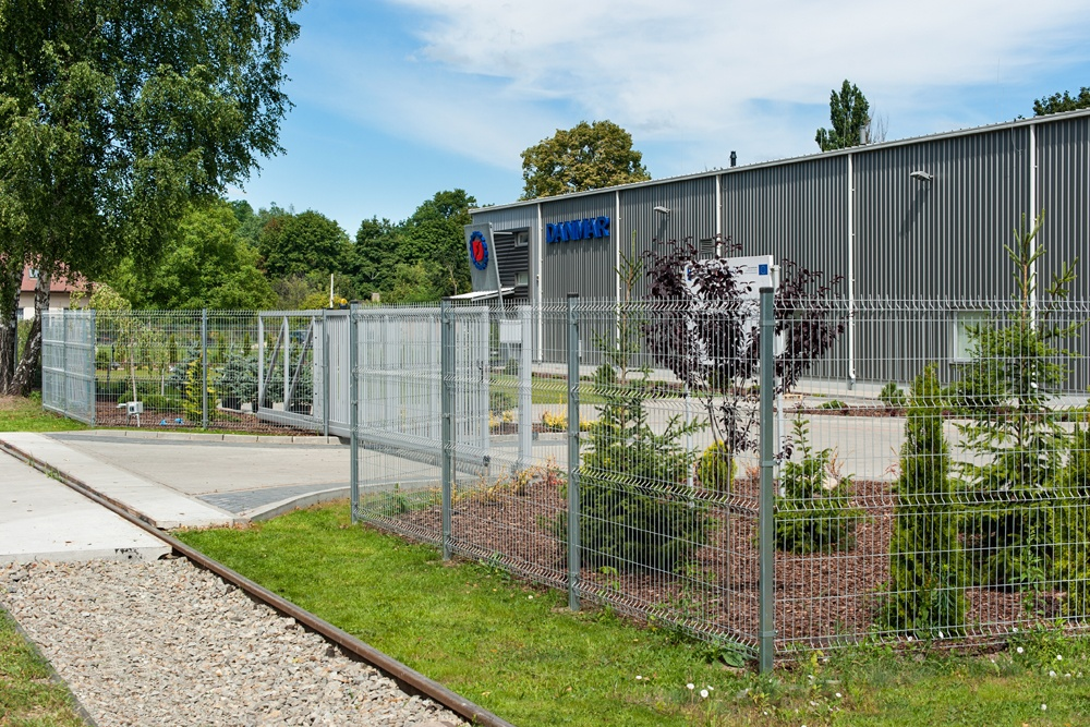 brama wjazdowa 1 - hala produkcyjna z częścią socjalno-biurową, dla Danmar, Łódź, woj. łódzkie