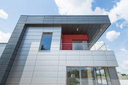 fragment elewacji bocznej - hala magazynowa z budynkiem biurowym, dla Tech-Met, Kolonia Sokolniki