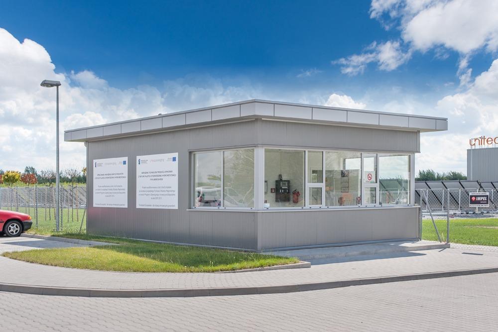 stróżówka - hala produkcyjna z budynkiem biurowym, dla Uniservice, Skarbimierz, woj. Opolskie