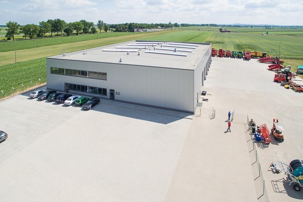 widok z lotu ptaka - hala magazynowa z budynkiem biurowym, dla Agrarada, Domaniów, woj. dolnośląskie
