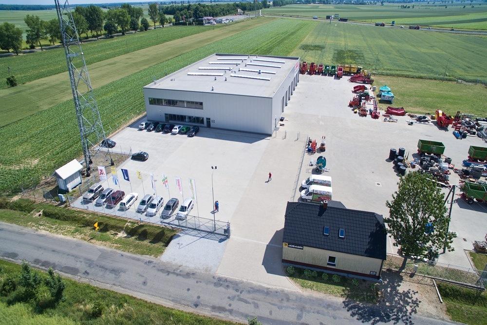 zdjęcie z lotu ptaka 1 - hala magazynowa z budynkiem biurowym, dla Agrarada, Domaniów, woj. dolnośląskie