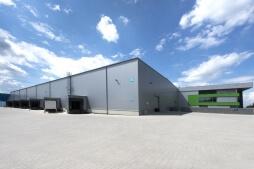 zdjęcie hali z budynkiem biurowym - hala magazynowa z budynkiem biurowym, dla Sun Garden Poland, Malanów