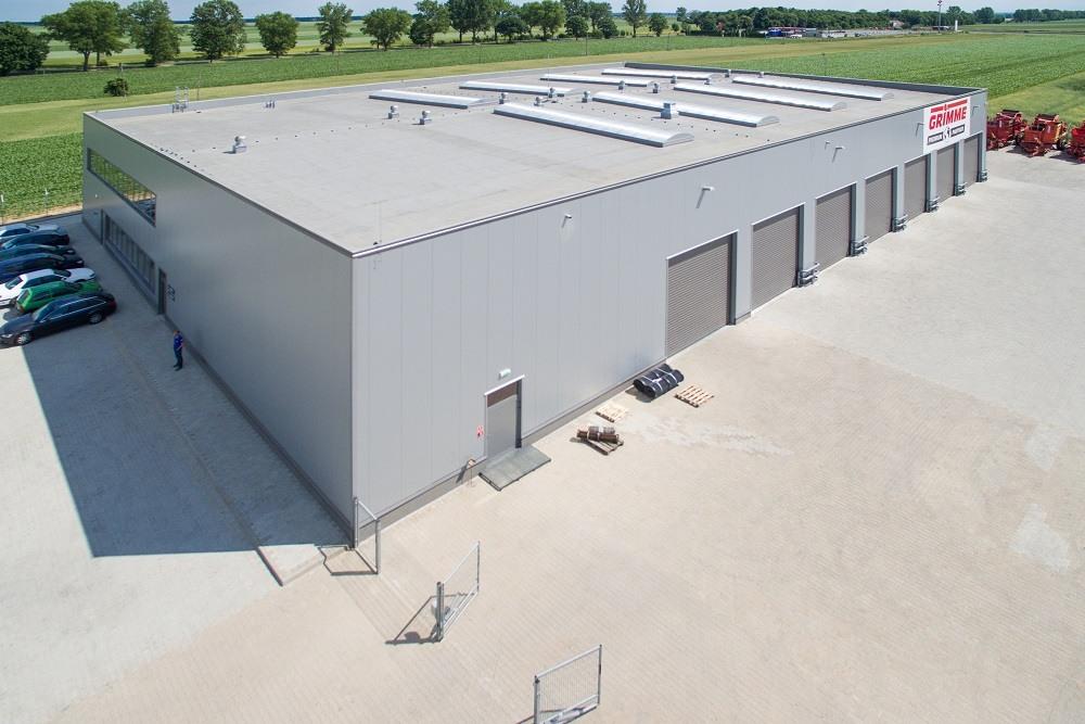 zdjęcie z lotu ptaka - hala magazynowa z budynkiem biurowym, dla Agrarada, Domaniów, woj. dolnośląskie