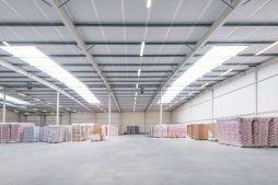 wnętrze hali stalowej - hala produkcyjna z budynkiem biurowym, dla Irmark, Warszawa, woj. mazowieckie