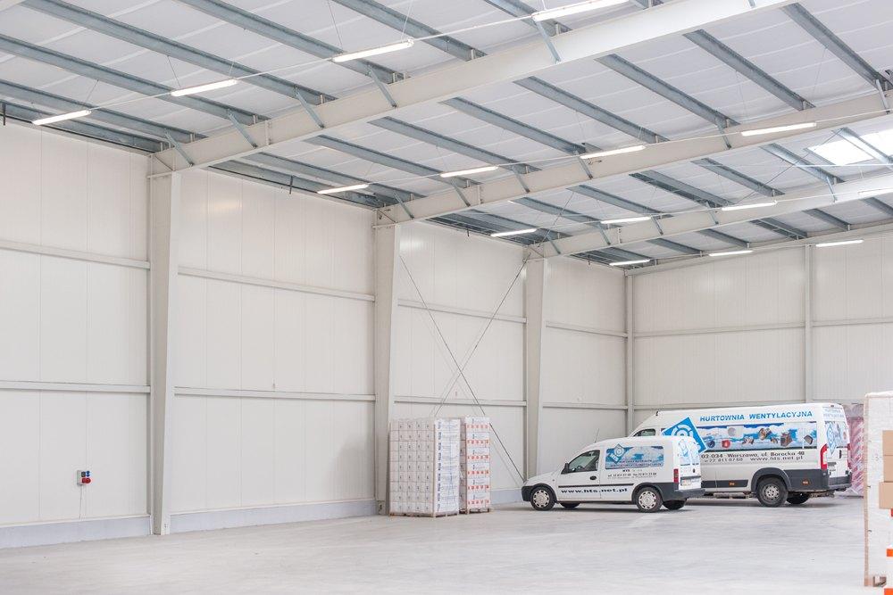 wnętrze hali 1 - hala produkcyjna z budynkiem biurowym, dla Irmark, Warszawa, woj. mazowieckie