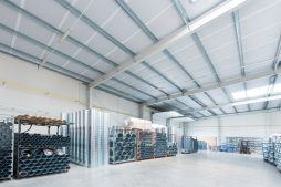 wnętrze hali stalowej 3 - hala produkcyjna z budynkiem biurowym, dla Irmark, Warszawa, woj. mazowieckie