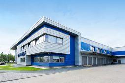 elewacja z bramami segmentowymi - hala magazynowa z budynkiem biurowym, dla Hurtap SA, Głogów