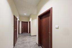 korytarz - hala magazynowa z budynkiem biurowym, dla Tech-Met, Kolonia Sokolniki