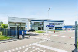 wjazd na obszar inwestycji 1 - hala magazynowa z budynkiem biurowym, dla Hurtap SA, Głogów, woj. dolnośląskie