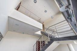 klatka schodowa - hala magazynowa z budynkiem biurowym, dla Tech-Met, Kolonia Sokolniki