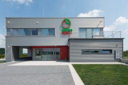 ściana frontowa - sortownia i przechowalnia owoców z częścią biurową, dla Gaik, Witalówka