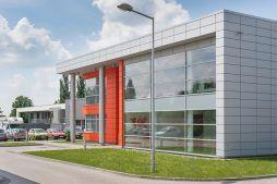 przeszklenia na elewacji frontowej 1 - hala produkcyjno-magazynowa z budynkiem biurowym, dla Viva Plus, Bytom