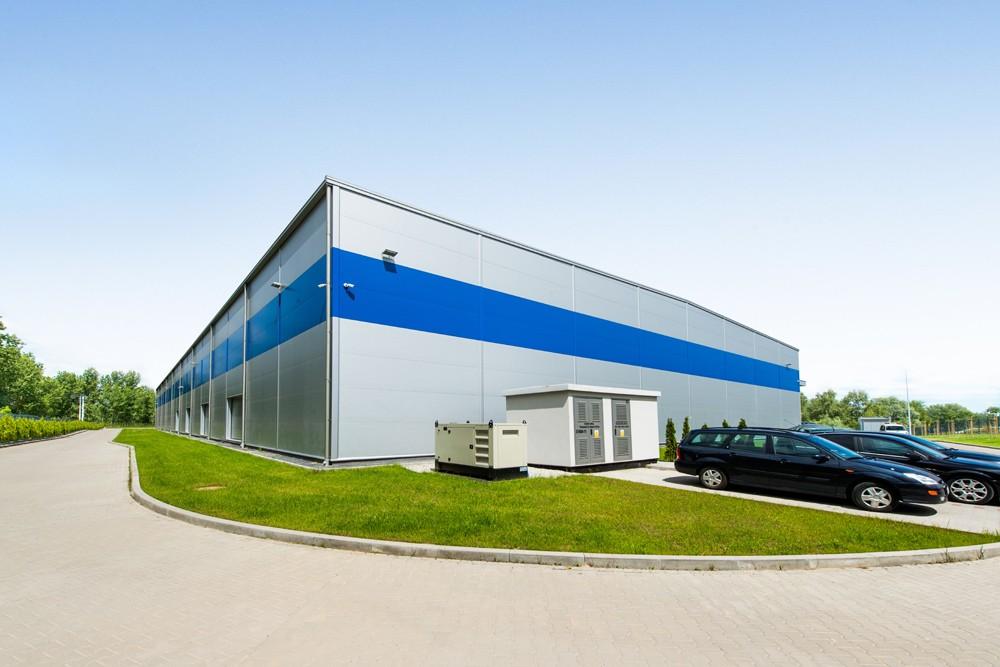 widok ogólny - hala magazynowa z budynkiem biurowym, dla Hurtap SA, Głogów, woj. dolnośląskie