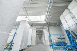 świetliki dachowe widziane od wewnątrz 4 - hala produkcyjna z częścią biurową, dla Styropmin, Łochów