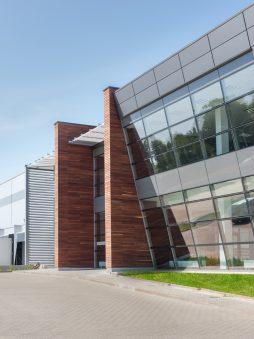 fragment elewacji frontowej - sortownia owoców z częścią biurową, dla Europejskie Centrum Owocowe, Rębowola