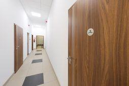 korytarz - hala produkcyjna z częścią biurową, dla Styropmin, Łochów, woj. mazowieckie