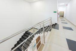 korytarz 1 - hala produkcyjna z częścią biurową, dla Styropmin, Łochów, woj. mazowieckie