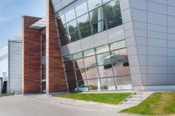 przeszklenia elewacyjne - sortownia owoców z częścią biurową, dla Europejskie Centrum Owocowe, Rębowola