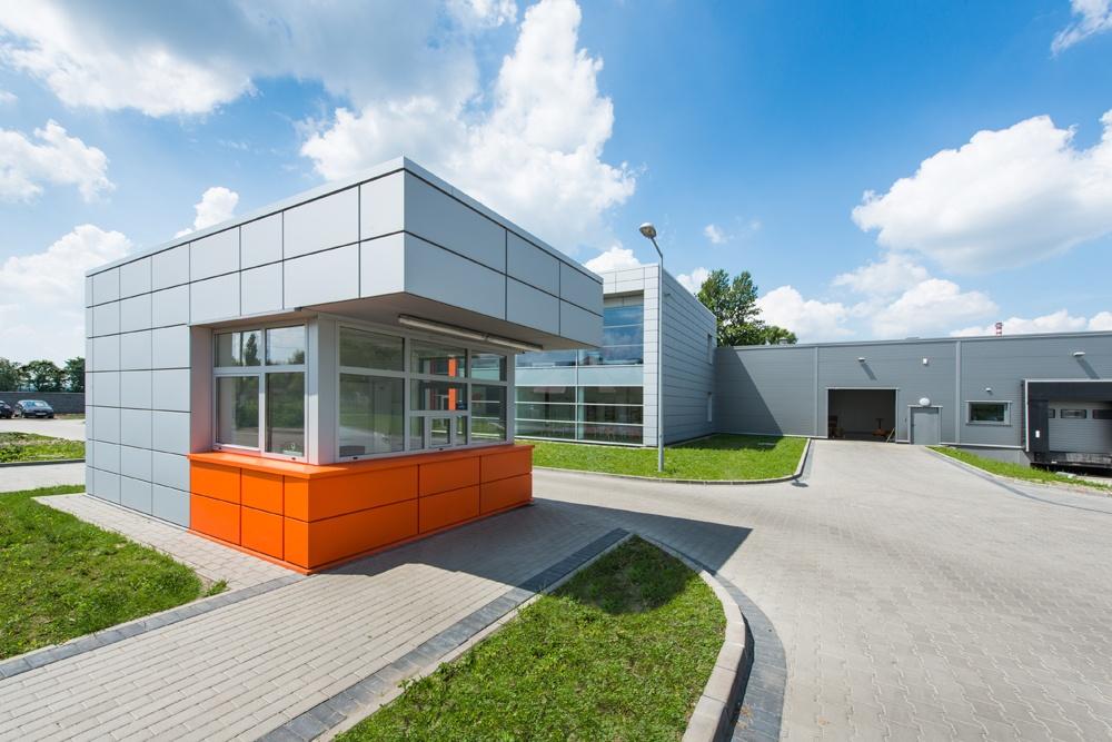 portiernia - hala produkcyjno-magazynowa z budynkiem biurowym, dla Viva Plus, Bytom, woj. śląskie