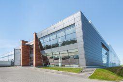 elewacja frontowa i boczna - sortownia owoców z częścią biurową, dla Europejskie Centrum Owocowe, Rębowola