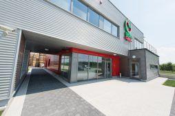 widok ściany frontowej - sortownia i przechowalnia owoców z częścią biurową, dla Gaik, Witalówka