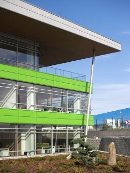 fragment elewacji frontowej - hala magazynowa z budynkiem biurowym, dla Sun Garden Poland, Malanów