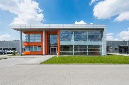 ściana frontowa - hala produkcyjno-magazynowa z budynkiem biurowym, dla Viva Plus, Bytom, woj. śląskie