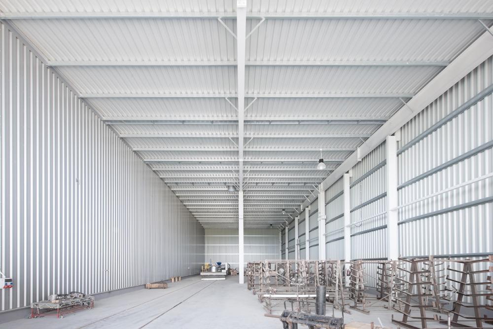 wnętrze hali stalowej - hala produkcyjna z częścią biurową, dla Pritip, Puławy, woj. lubelskie