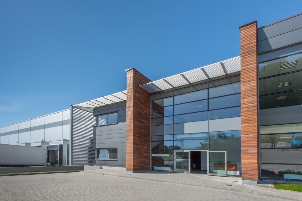 wejście do budynku - sortownia owoców z częścią biurową, dla Europejskie Centrum Owocowe, Rębowola