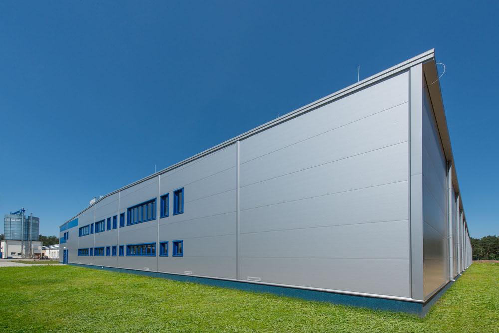 ściana frontowa - hala produkcyjna z budynkiem biurowym, dla Meblomaster, Węgrów, woj. mazowieckie