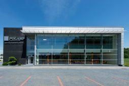 ściana frontowa - hala produkcyjno-magazynowa z budynkiem biurowym, dla Polamp, Bieniewiec, woj. mazowieckie