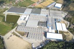 zdjęcie z drona - hala magazynowa z budynkiem biurowym, dla Sun Garden Poland, Malanów