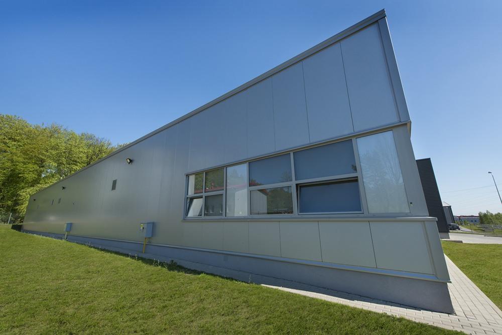 okna elewacyjne - hala produkcyjna, firma Van Den Block, Lublew Gdański, woj. pomorskie