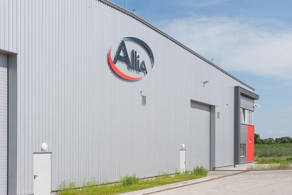 zbliżenie na logo inwestora - hala produkcyjna z częścią biurową, dla Pritip, Puławy, woj. lubelskie