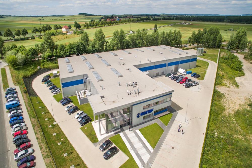 zdjęcie z drona - hala magazynowa z budynkiem biurowym, dla Hurtap SA, Głogów, woj. dolnośląskie