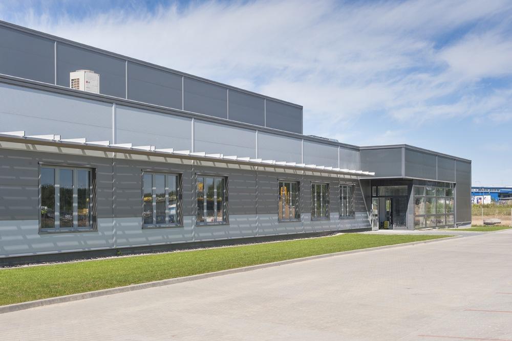 wejście do części biurowej - hala produkcyjna z częścią biurową, dla Leann Stańczyk, Słupsk, woj. pomorskie