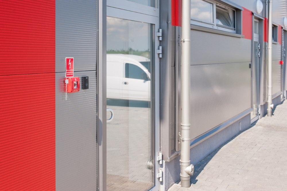 drzwi wejściowe - hala produkcyjna z częścią biurową, dla Pritip, Puławy, woj. lubelskie