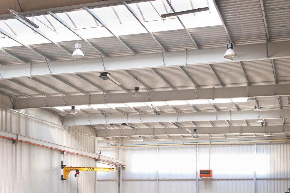 świetliki dachowe - hala produkcyjna z częścią biurową, dla Pritip, Puławy, woj. lubelskie